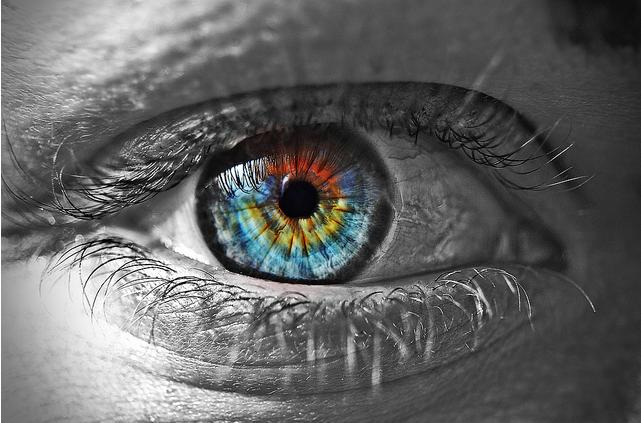 Eye photo manipulation