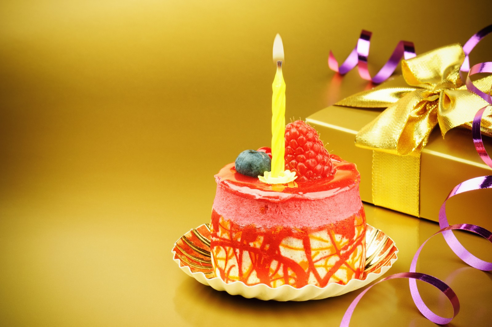 Image Of Birthday Cake With One Candle : 5 Beautiful Birthday cake design ideas