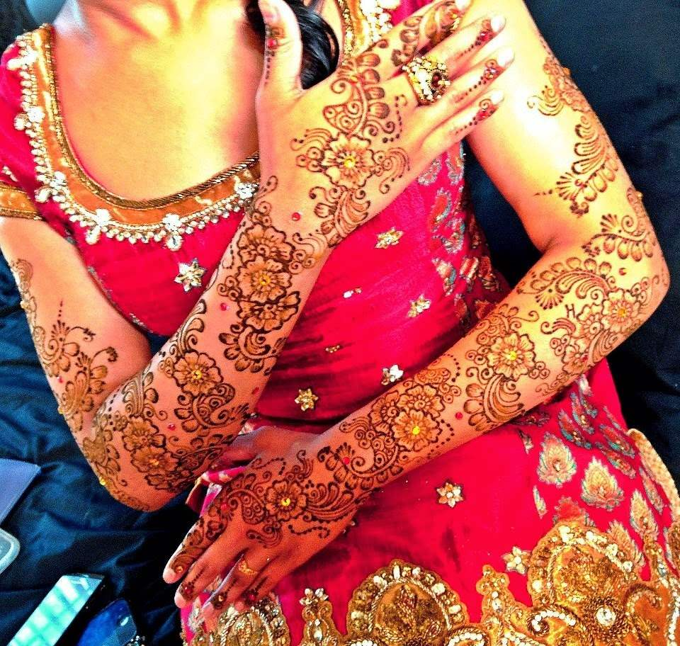 Beautiful-Stylish-Henna-Design-For-Bridal-2015-8