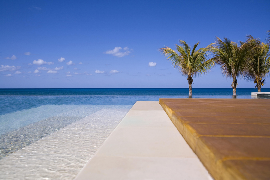 Architecture photographey of the Nandana Property at West End, Bahamas.