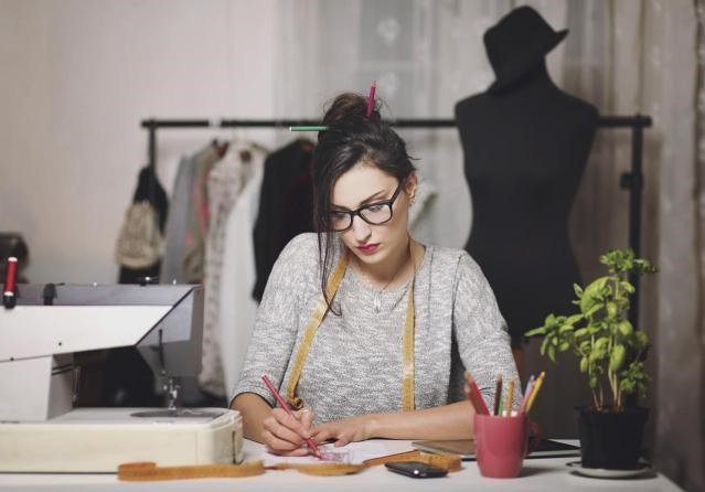 become a successful fashion designer