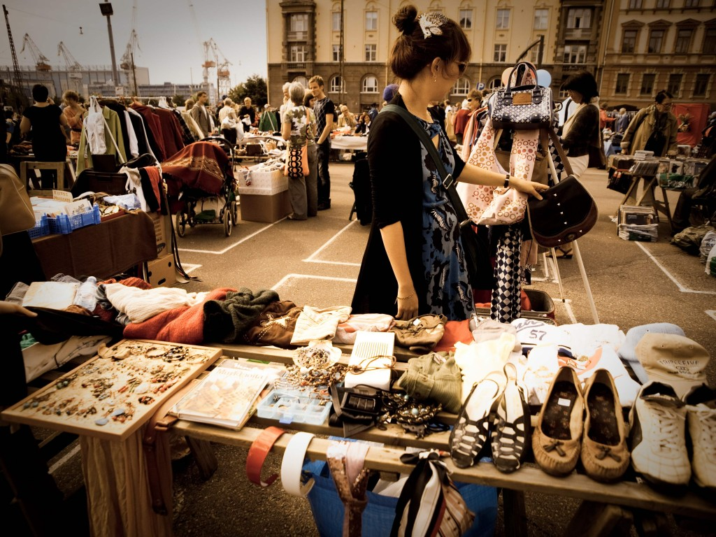 Vintage Fashion Accessories theft market